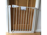 Lindam pressure-mounted safety gate, to fit 76-82cm