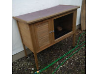 Rabbit hutch only used for approx 3 months from new with 6 FREE extras!
