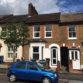 A DOUBLE ROOM TO RENT IN THE RENOVATED FOUR BEDROOM TERRACE HOUSE CLEANER AND ALL BILLS INC