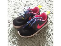 Girls Nike Trainers (Size 11.5)