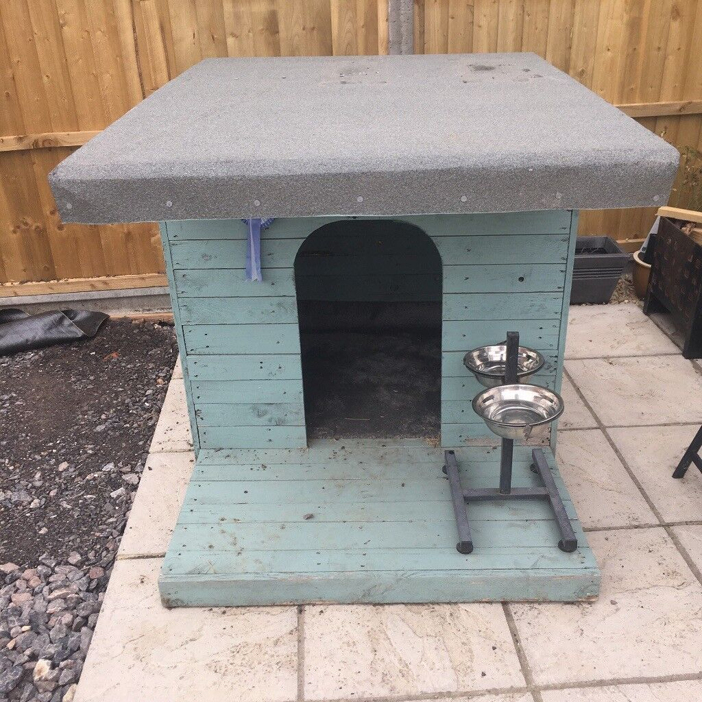Dog kennel with felt roof. Street, Somerset £40.00