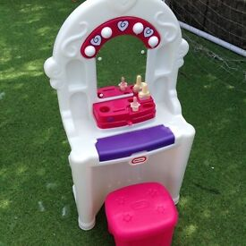 LITTLE TIKES DRESSING TABLE & STOOL