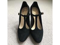 Luxury Black Pump - Vince Camuto - Size 36 1/2