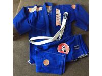 Tatami estilo and nova gi size a2 in great condition on been rolled in a couple of times