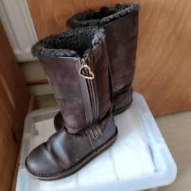 Emu Chocolate Size 5 boots