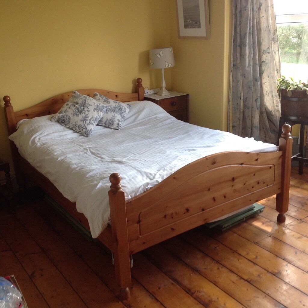 High Quality Solid Pine Wooden Double Bed Frame In South