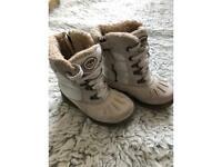 Warm shoes