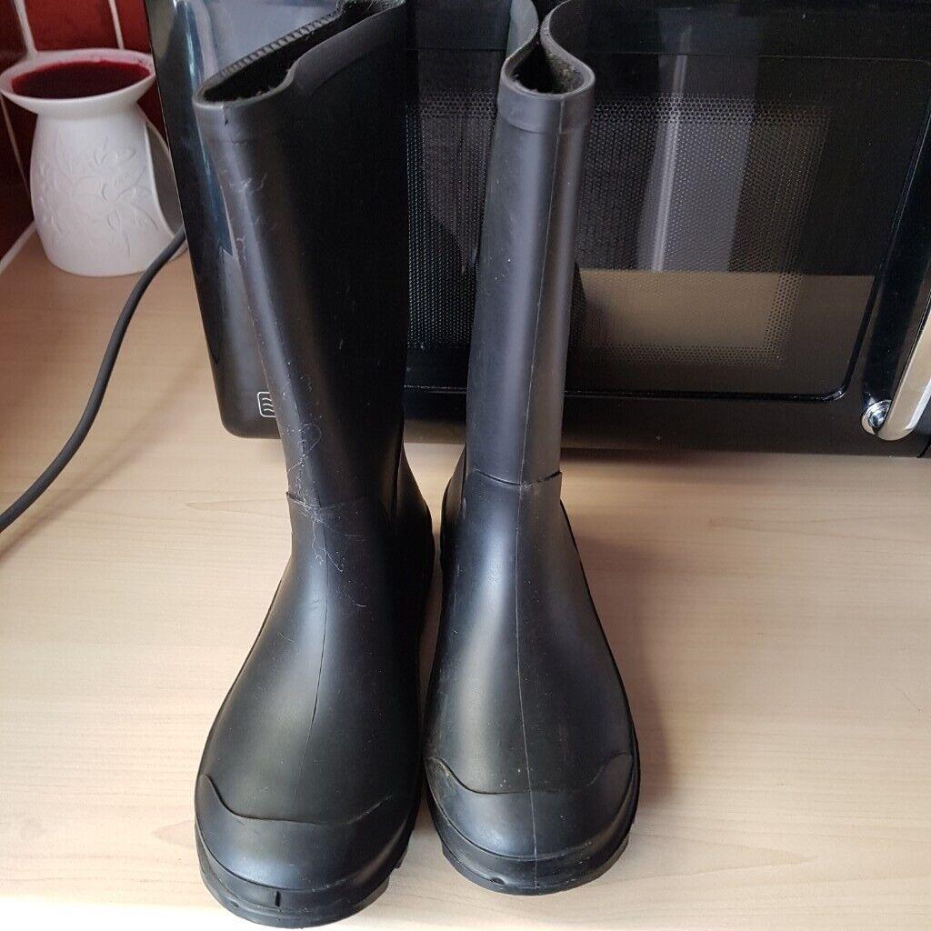 50fd8a4285f7 Boys girls black wellie boots size 12