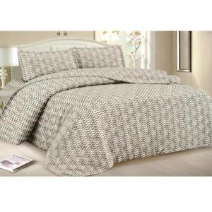 Todd Linens Queen Bedspread 3-Piece Quilt Set Soft Quilted Bedding - Microfiber Coverlet + 2 Pillow Shams (White Zigzag)