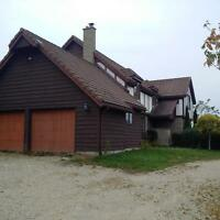 6 Bedroom Farm House Available Nov 1 in Elora - 8 month lease