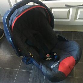 Graco car seat 0/9 months