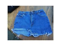 Vintage LEVIS denim shorts, W28