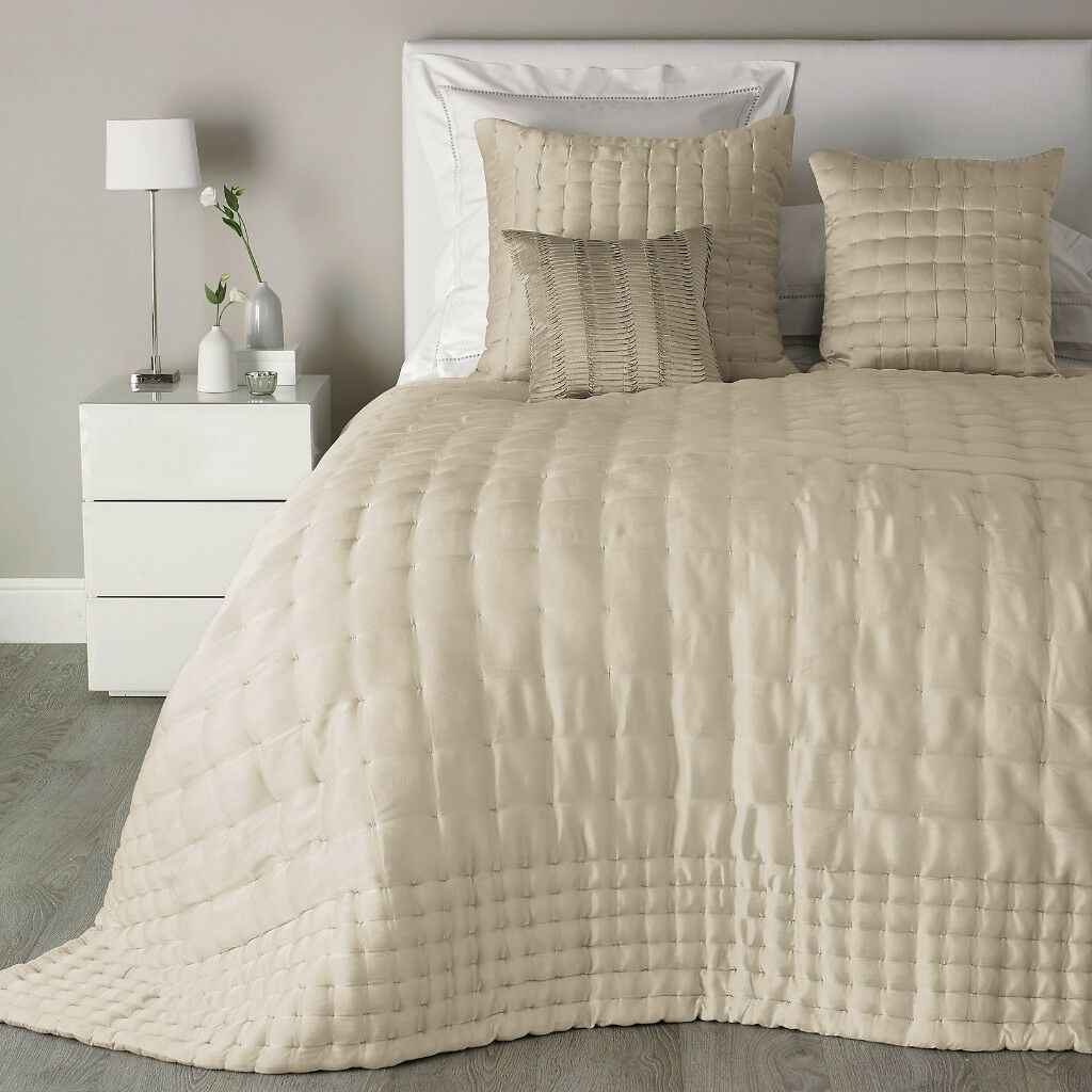 Pure Silk Bed Cover/Quilt. RRP: £480