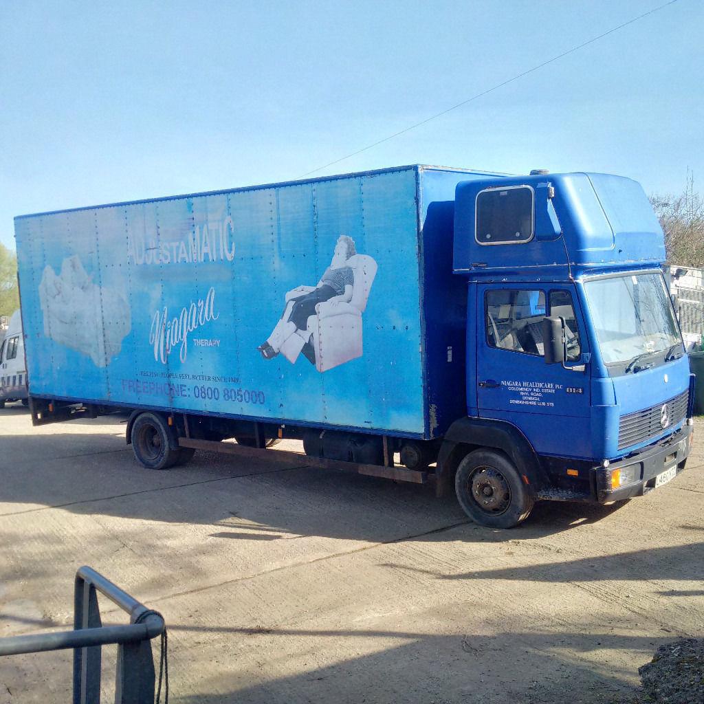 Mercedes Benz 814 7.5 Ton box lorry. 6 cylinder diesel engine.