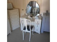 STUNNING DRESSING TABLE WITH MIRROR AND CHAIR PAINTED LAURA ASHLEY COUNTRY WHITE