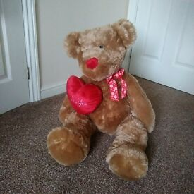 BRAND NEW 33INCH CUDDLY TEDDY BEAR FOR ONLY £7.00. PERFECT FOR A GIFT OR EVEN FOR KIDS.