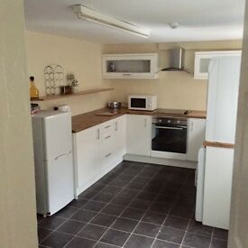 ** FULLY FURNISHED ROOMS LOCATED JUST OFF ANTRIM ROAD **