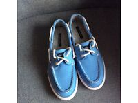 Ladies Lands End blue canvas casual shoes