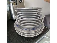 18 pieces Italian porcelain dining set - plates