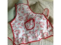 LOVELY FLOWERED SHABBY CHIC APRON