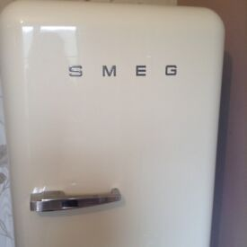 SMEG FAB28QP1 Retro Fridge with Freezer Compartment, 60cm wide, Cream. Still under guarantee