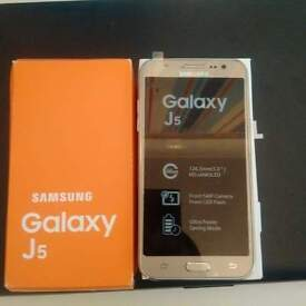 SAMSUNG GALAXY J5 LIKE BRNAD NEW IN THE BOX SLIGHTLY CRACKED FROM THE TOP BUT WORKING FINE