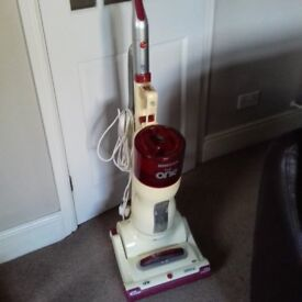 Hoover Upright Vacuum Cleaner 1800W - Excellent Condition