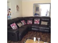 BROWN LEATHER RECLINER CORNER SOFA IN EXCELLENT CONDITION FREE LOCAL DELIVERY AVAILABLE
