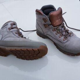 Timberland Boots Size 6 in Grey