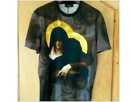 100% Authentic Brand New & Unworn Givenchy Paris 2013 Madonna & Child Print T-Shirt Jersey - Size XL