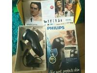 Philips wet and dry electric shaver (AT899