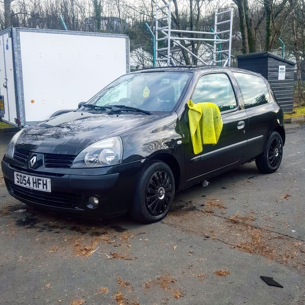 Renault Clio Black: Renault Clio 1.2 Dynamique Black, Sunroof, Black Wheel