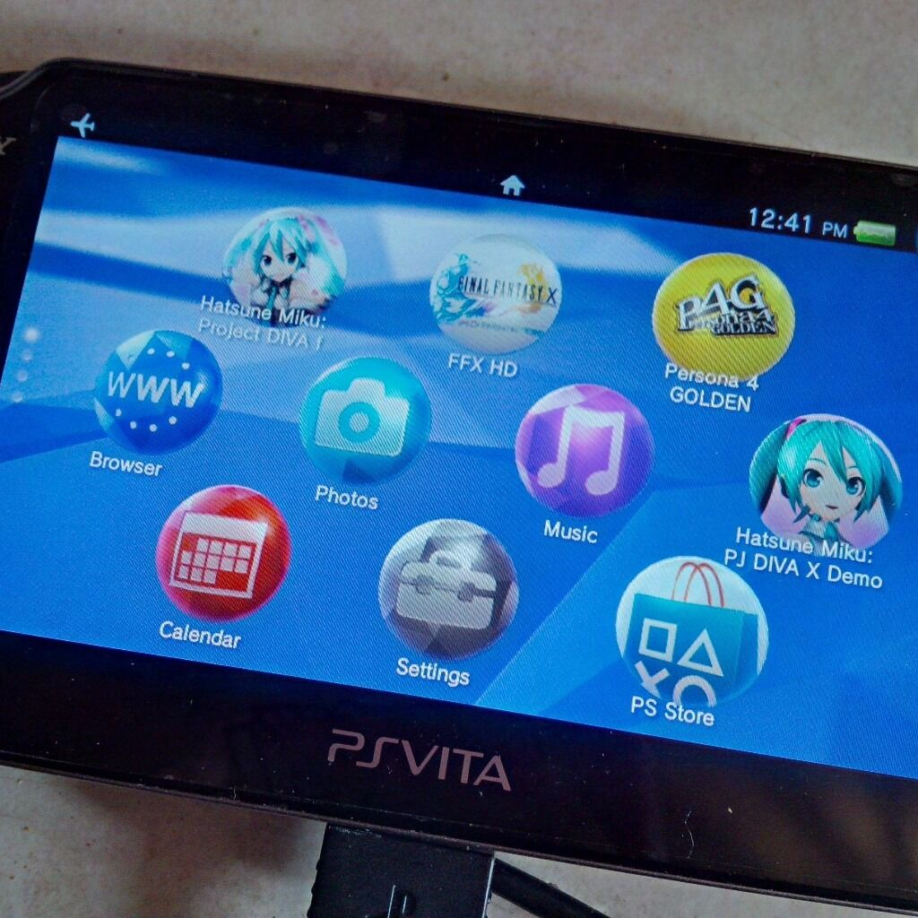 sony ps vita pch 1003 wifi 3 games bundle with 4 gb memory card case