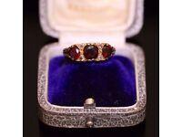 STUNNING VINTAGE VICTORIAN 9CT YELLOW GOLD GARNET & DIAMOND TRILOGY RING, SIZE O