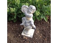 Cherub on finial tambourine statue, solid durable stone, indoor/outdoor, h:31cm excellent condition