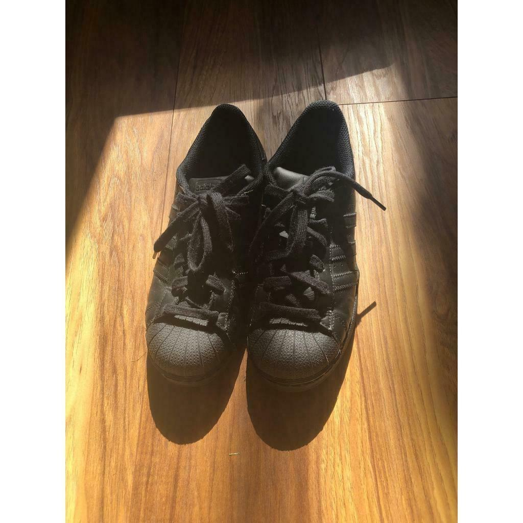 size 5.5 black trainers