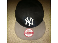 NEW ERA 9FIFTY NEW YORK YANKEES SNAPBACK CAP - BLACK & GREY COLOUR - ONLY £10
