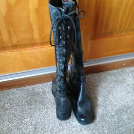 BLACK LACE UP, BOW TIE BOOTS (UK SIZE 5) - UNUSUAL