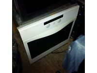single fan-assisted electric oven in great condition can deliver
