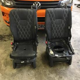 2 x caravelle swivel seats (spares or repair)