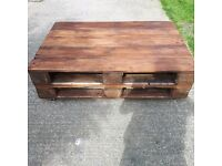 Reclaimed pallets coffee table on wheels