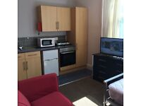Studio flat nr Sheffield Centre flexible contract no bond or fees all bills included over 25's