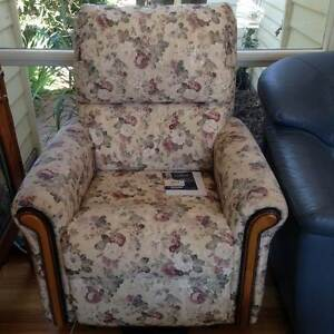 COMFORTABLE, SPACIOUS, PRISTINE - Walford Lift Chair Sandringham Bayside Area Preview