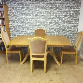 Oak Extendable Dining Table with 4x Chairs