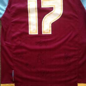 2 signed West Ham tops