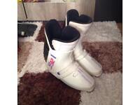 e3f613fd189e Ladies Salomon SX82 ski boots