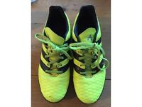 Adidas football trainers size 5