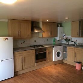 1ST FLOOR ONE BEDROOM FLAT LOCATED IN CENTRAL CROYDON
