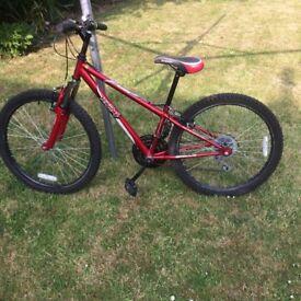 Boys mountain bike 24in wheels Good condition