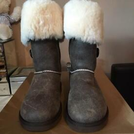 Genuine UGG Bailey Button Triple Bomber Boots Size 6